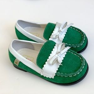 Foxpaws girls green suede loafers. Toddler Size 12